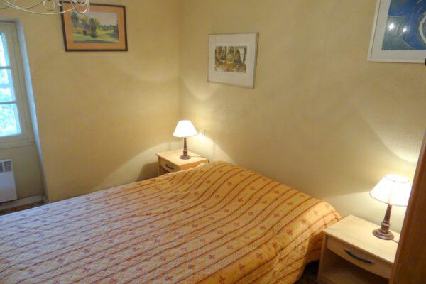 Slaapkamer 1 met en suite badkamer