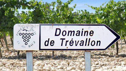 Op 5 min afstand met de auto (25 min lopen) ligt Domaine de Trevallon.